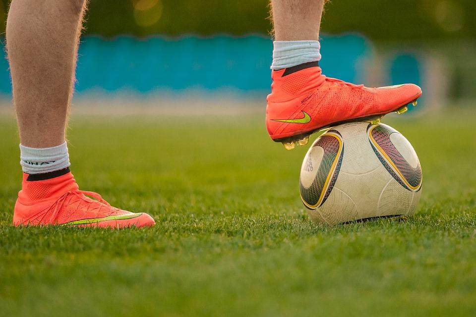 voetbal schoenen kopen kunstgras