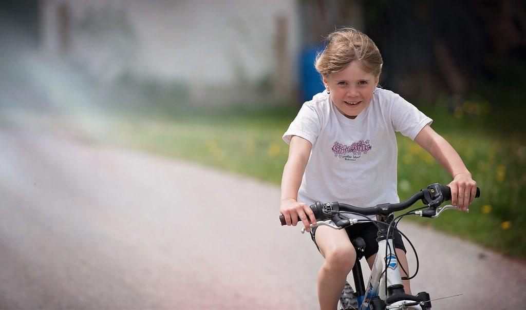 3 tips om je kind snel en veilig te leren fietsen